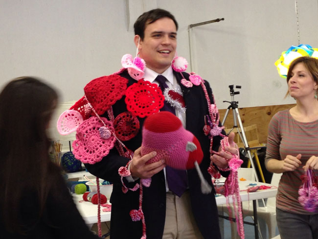 Nathan-Vickers-yarn-bomb